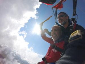 Exemple de photo selfie en vol prise pendant qu'un client pilote le parachute.